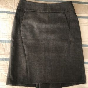 Ann Taylor Size 2, fully lined, grey pencil skirt